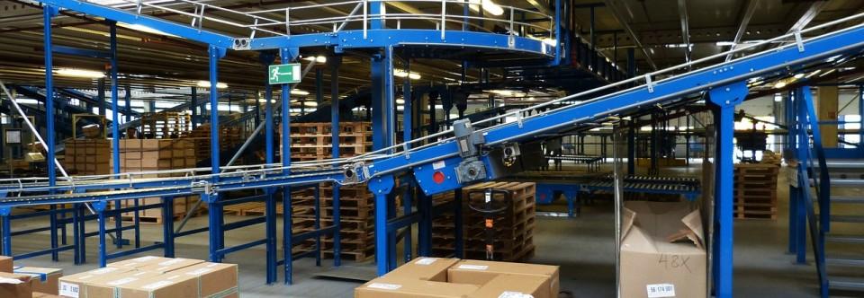 Jak odpowiednio zabezpieczyć przesyłkę – przewóz substancji stwarzających zagrożenie